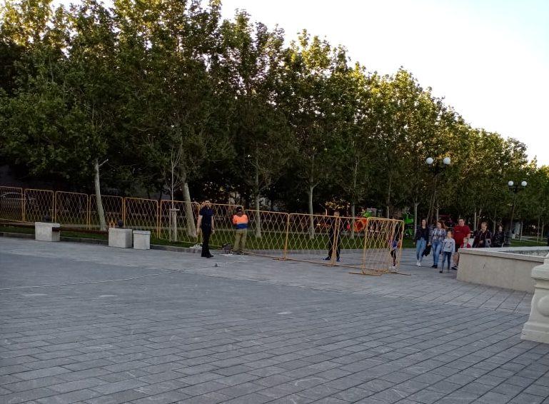 Почему на набережной в Новороссийске поставили заградительные решетки?