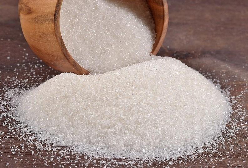 Можно ли есть коричневый сахар во время диеты и надо ли полностью исключать белый?