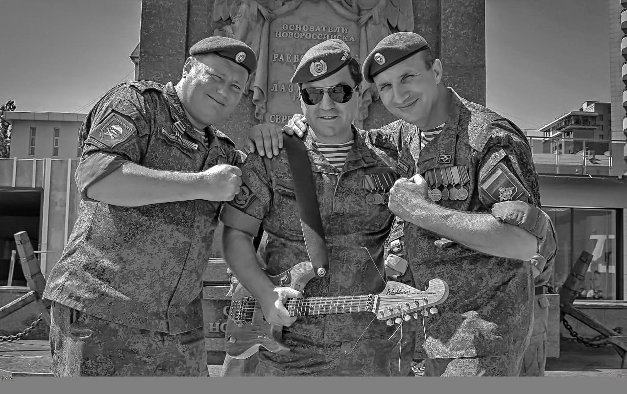 Новороссийская группа «Синева» поздравила россиян с Днем Победы в общем хоре