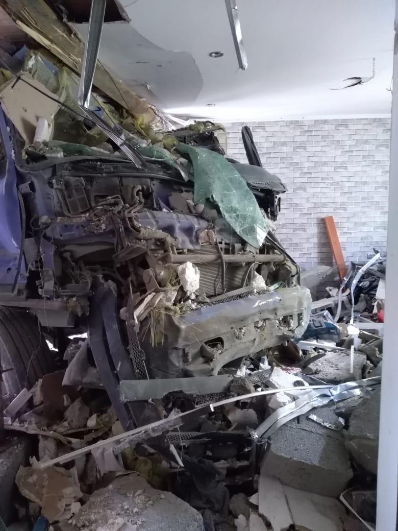 Жизнь после аварии: новороссийской семье, дом которой практически снес грузовик, нужна помощь