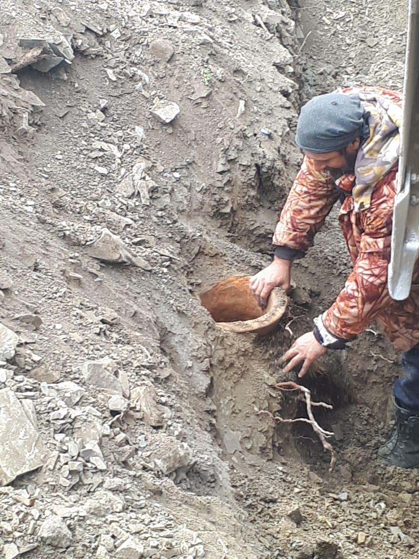 Под Новороссийском в результате земляных работ были найдены редкие средневековые пифосы