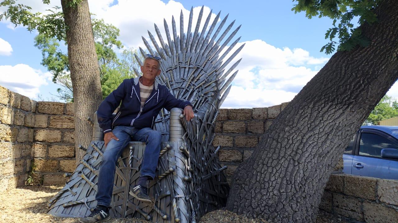 В Новороссийске установили трон из «Игры престолов»