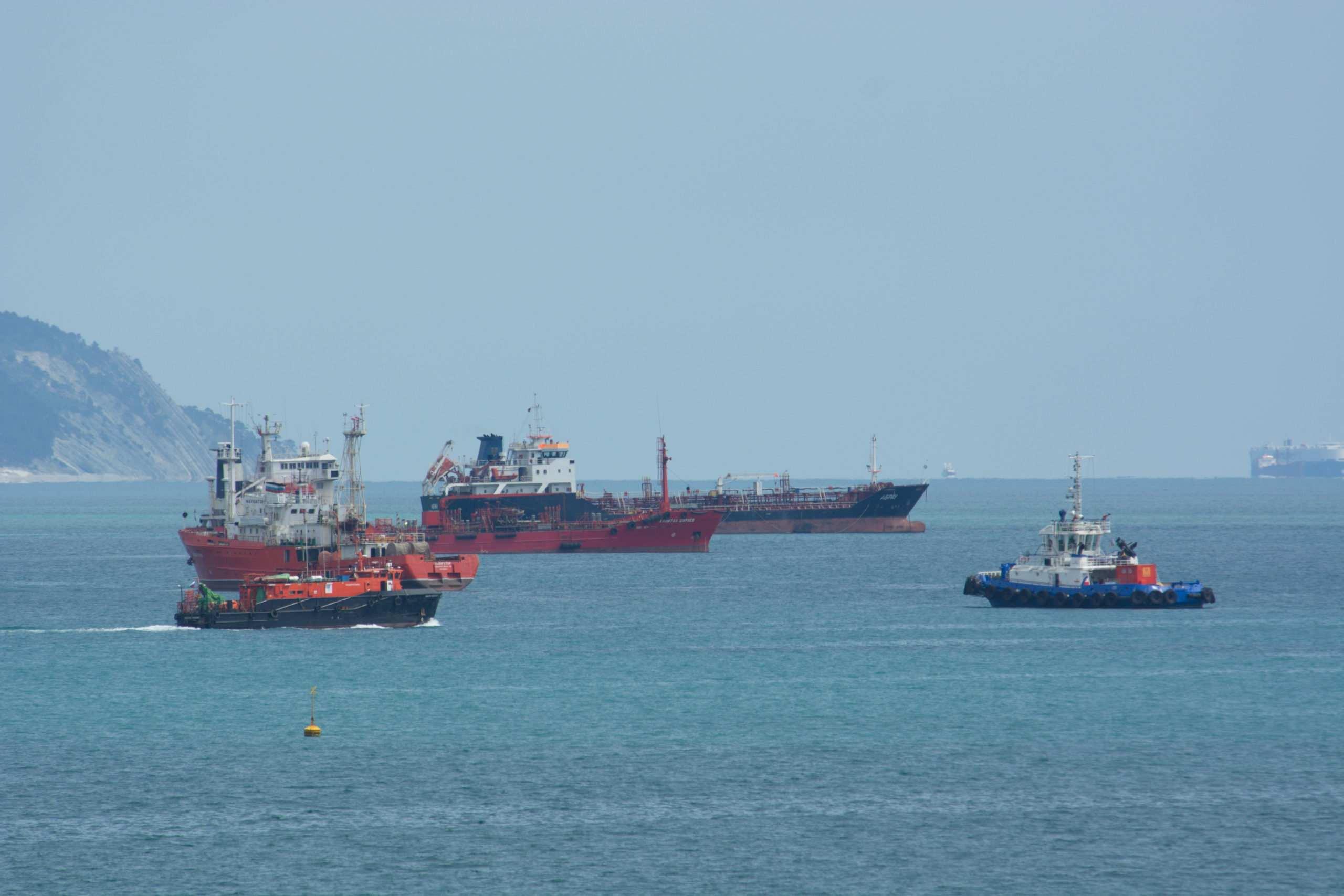 В порту Туапсе голодают моряки – нет масла, соли и воды