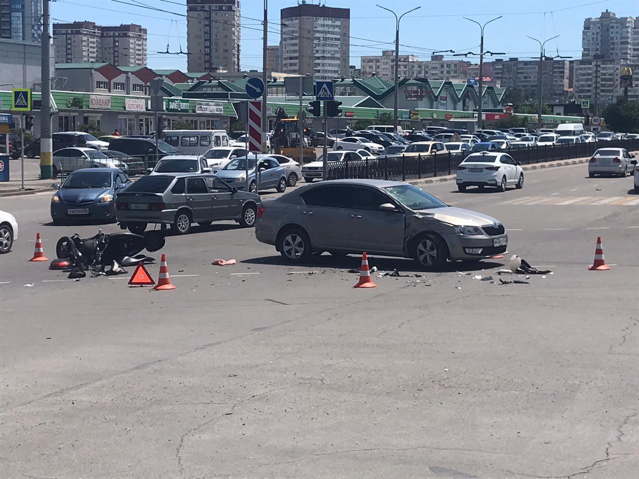 Мотоциклисту из Новороссийска руку и ногу собирали по кусочкам после жуткой аварии