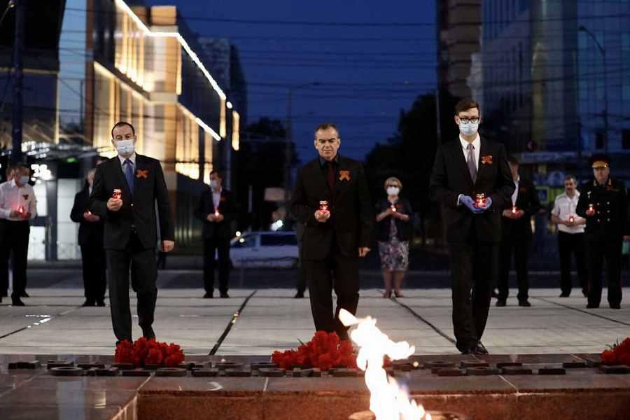 Губернатор Краснодарского края в 4 утра зажег свечу памяти