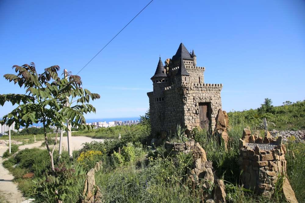 Мастер из Новороссийска создал замки в разных городах России