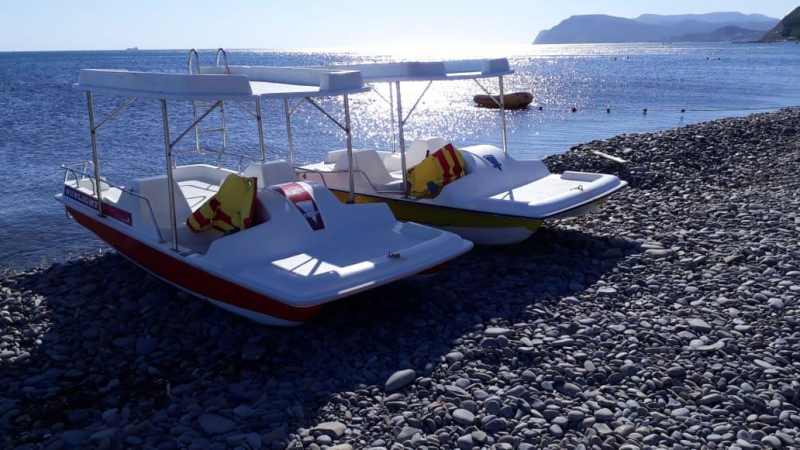 На пляже в Широкой Балке катамараны работали незаконно