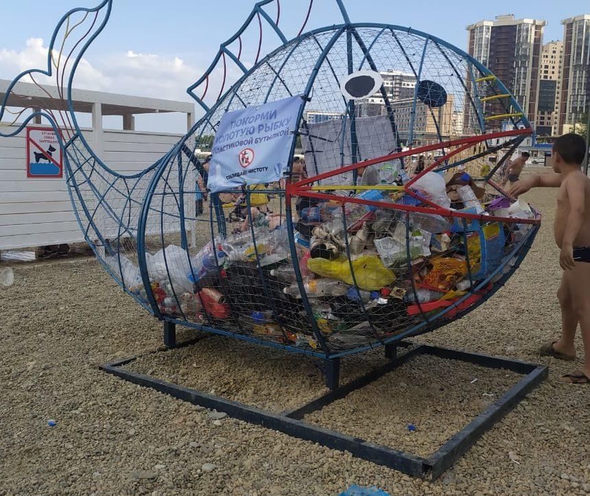 В Новороссийске управляющие компании стали устанавливать контейнеры для сбора пластика