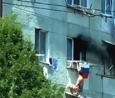 На улице Видова на пожаре пострадал человек