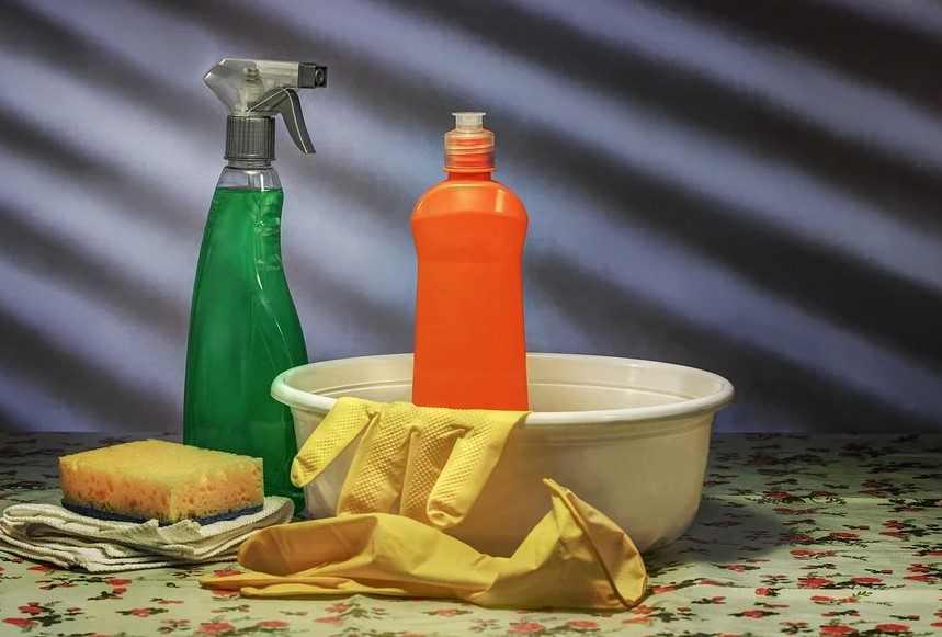 Лимонный сок вместо химии: поможет отмыть весь дом и вывести пятна