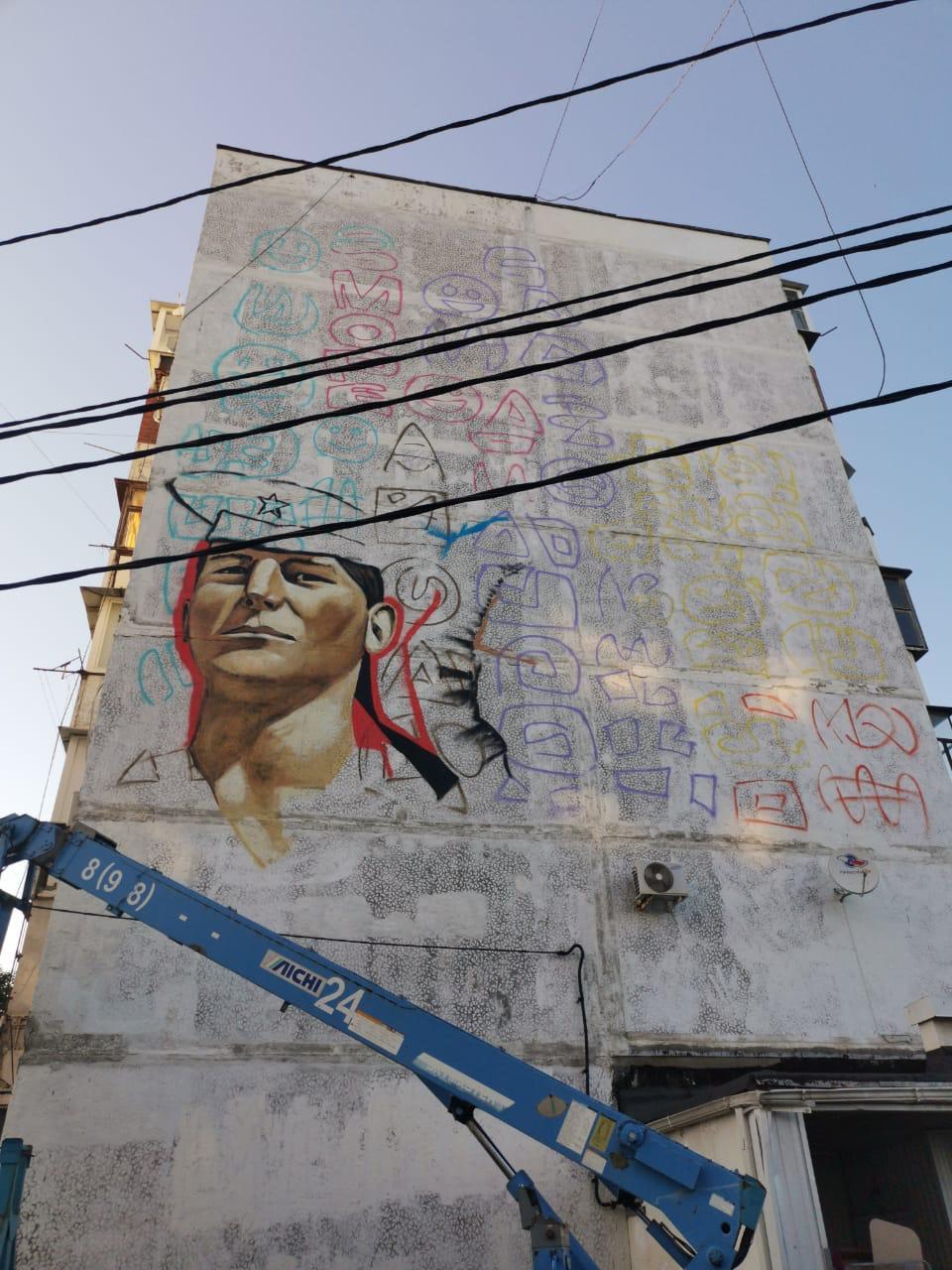 В Новороссийске на стене многоквартирного дома создают граффити с лицами героев нашего времени