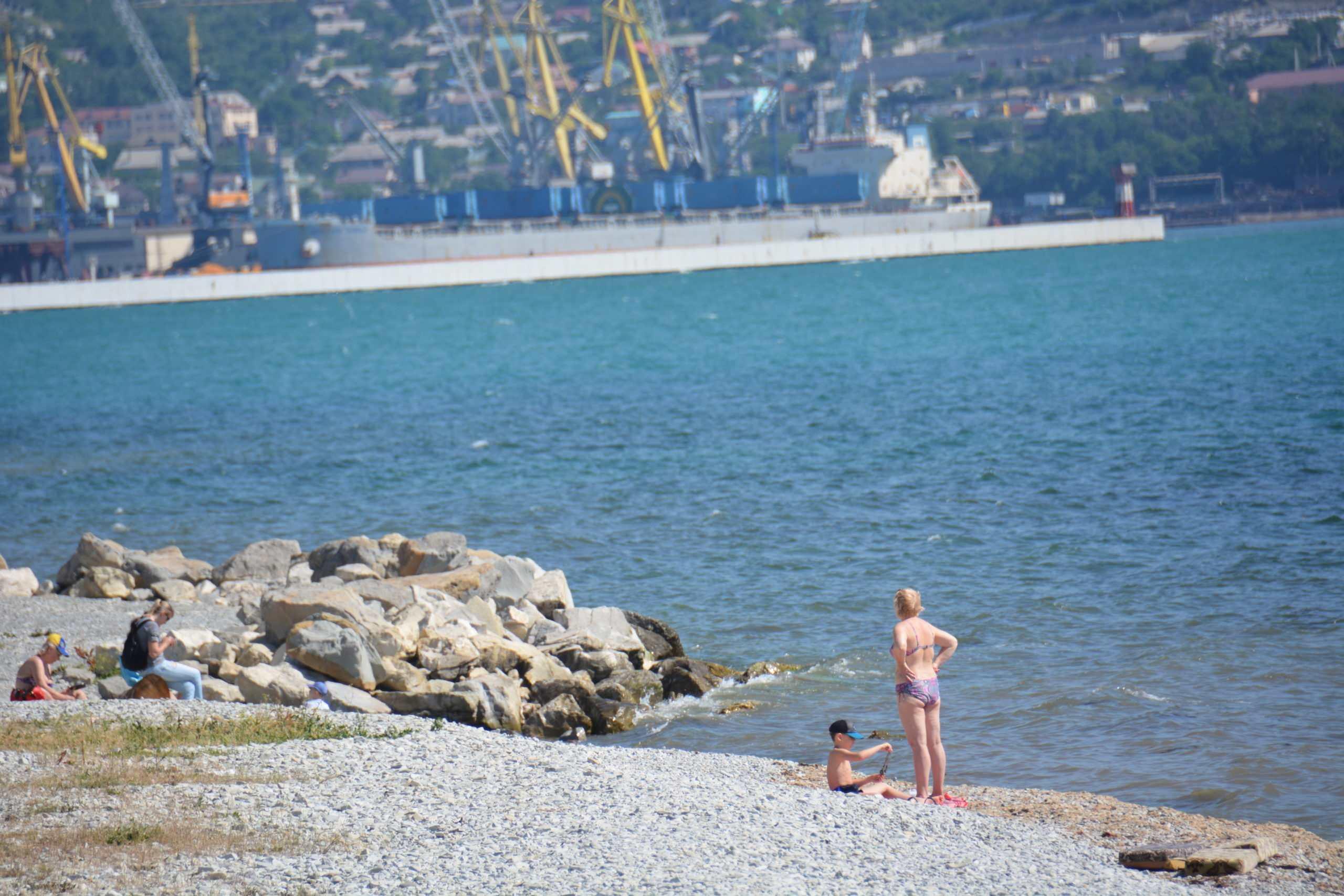 В Новороссийске не начали работать ни пляжи, ни санатории. Когда они откроются?