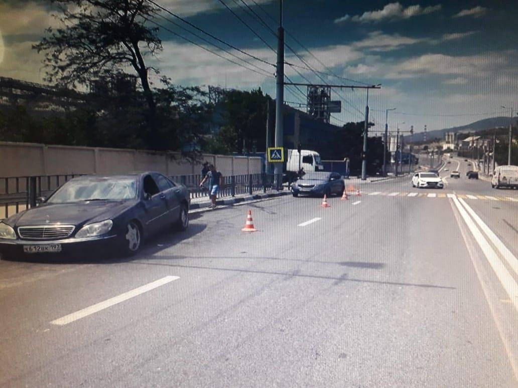 В Новороссийске попал в аварию «Мерседес» с московскими номерами
