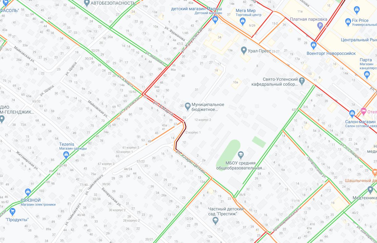 В Новороссийске столкнулись два таксиста «Яндекс» и спровоцировали огромную пробку аж до Кутузовского кольца