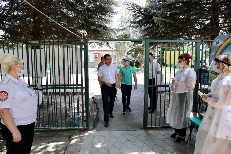 Губернатор Кубани проголосовал вместе с семьей