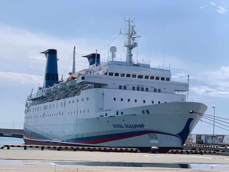 Круизный лайнер «Князь Владимир» снова не выпустили из порта. Отдых придется перенести