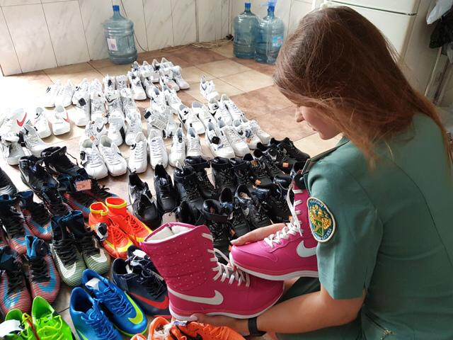 Новороссийские таможенники конфисковали поддельный Nike на 2 млн рублей