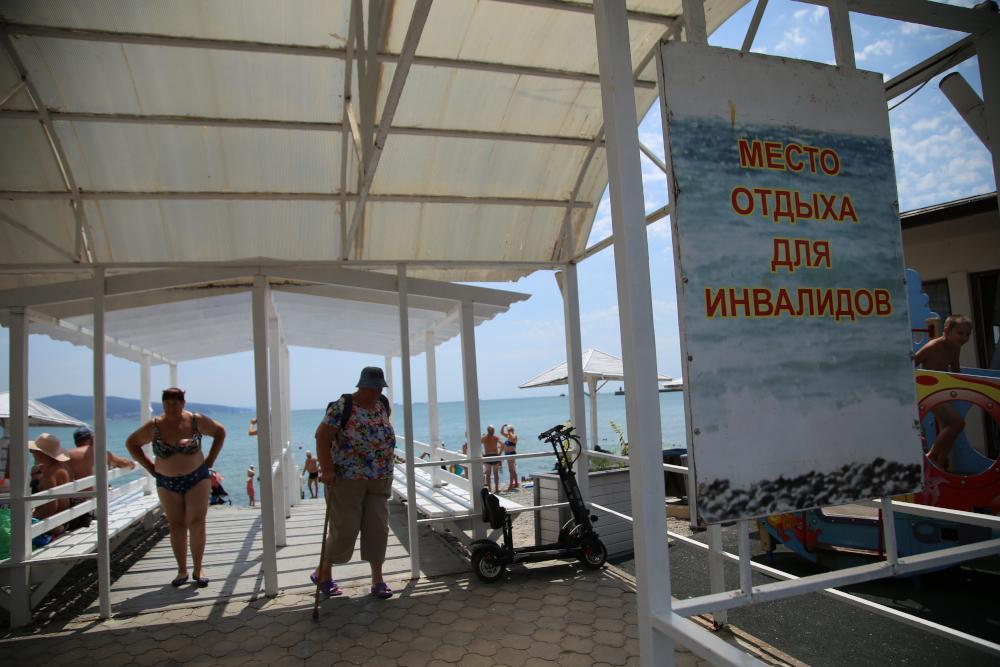 В Новороссийске приводят в порядок  пляж для инвалидов «Алексино»