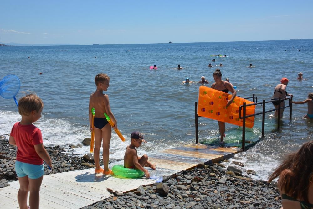 На пляже в Новороссийске деньги за лежак берут, а чеков не дают