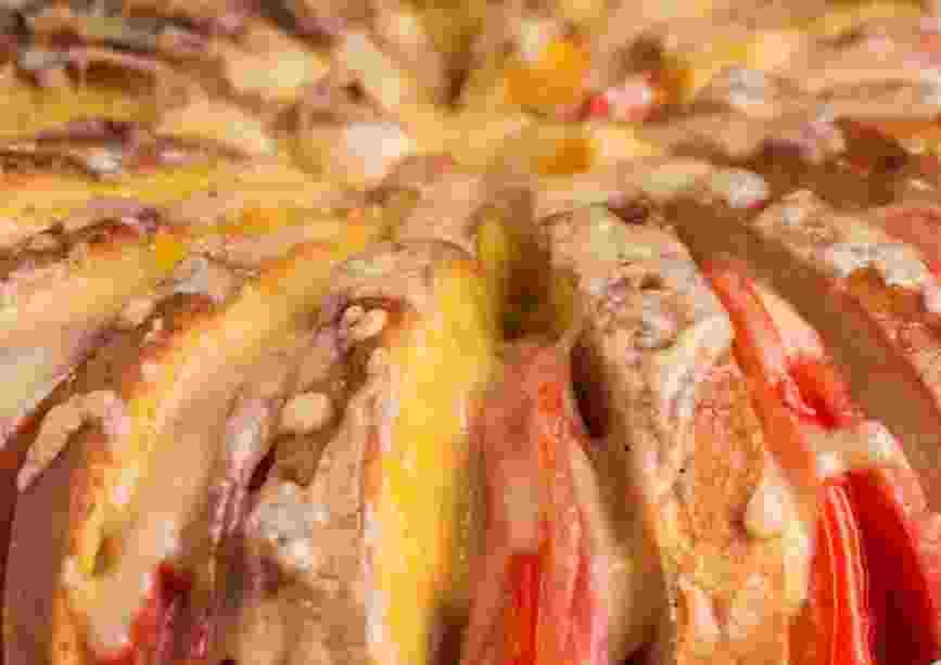 Роскошный пирог из хлеба: элементарные продукты, которые есть у каждой хозяйки