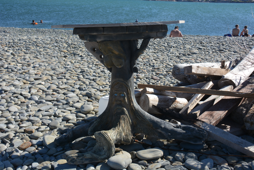 В Новороссийске на пляже Алексино появилась новая деревянная скульптура