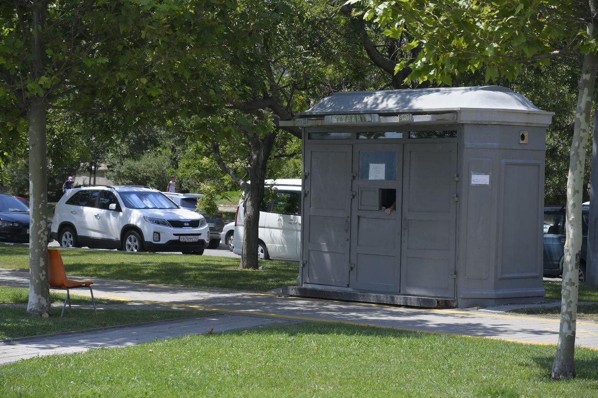 В Новороссийске не хватает общественных туалетов. Где справляют нужду на набережной?