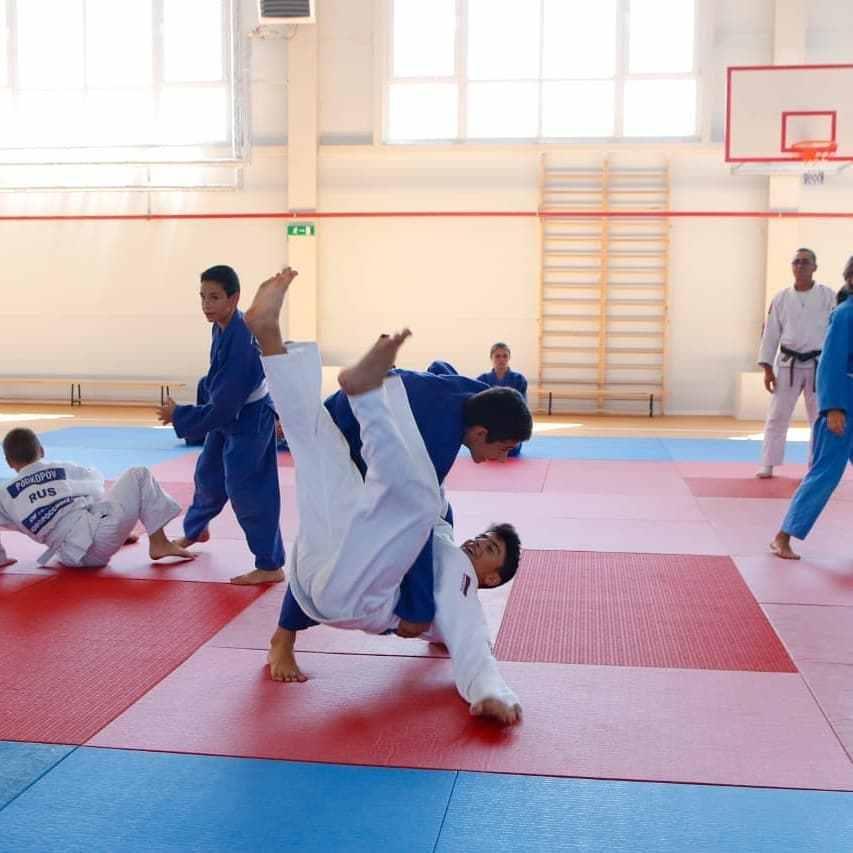 Спорткомплекс в Новороссийске открывала олимпийская чемпионка