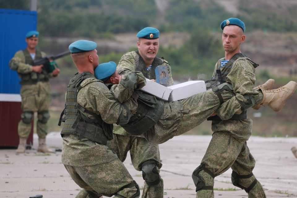 ВДВ – 90 лет: на полигоне «Раевский» под Новороссийском десантники показали всю боевую мощь