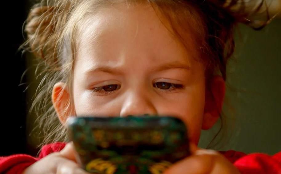Мобильный телефон для вашего ребенка: как правильно выбрать
