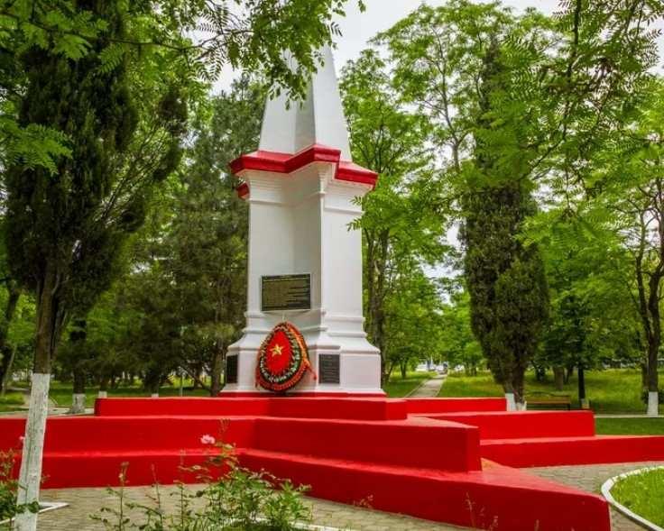 На памятнике в Новороссийске появилось новое имя