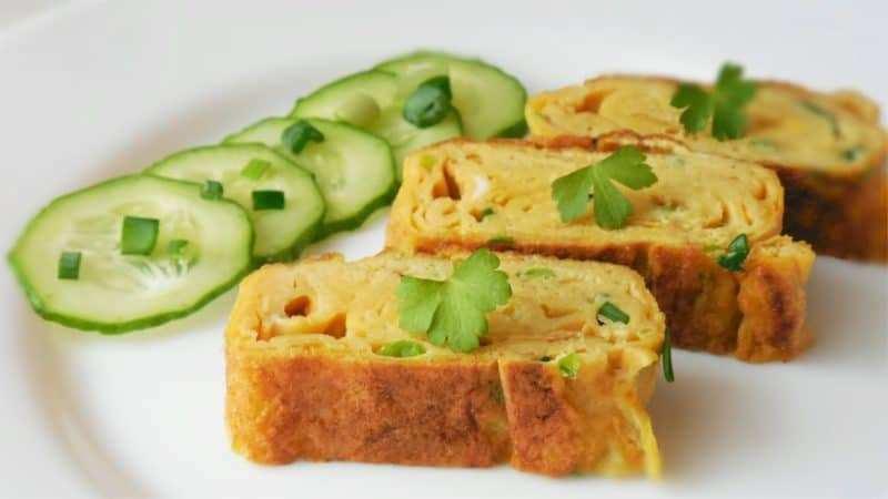 Быстрый и вкусный завтрак для всей семьи – омлет из кабачков по-японски