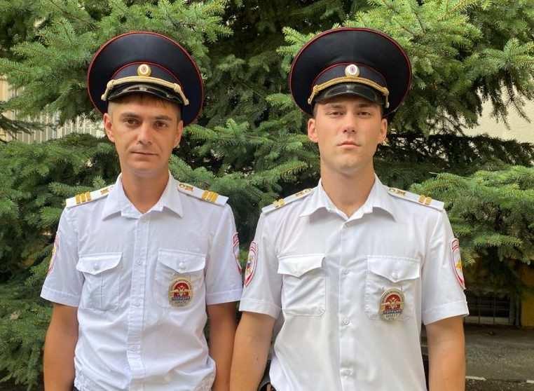 Полицейские из Новороссийска вывели семью из горящего дома