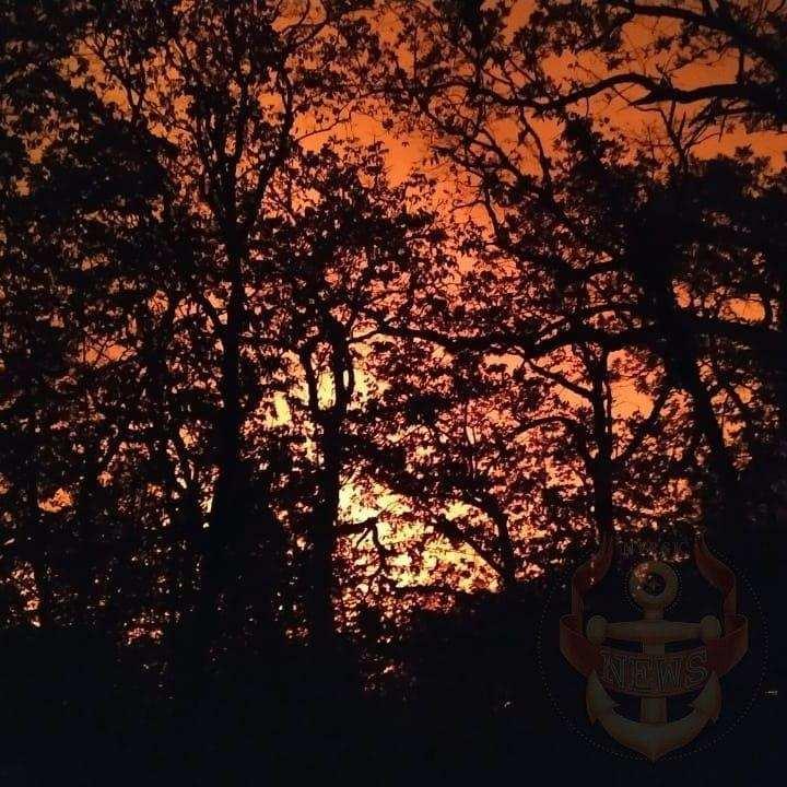 В Новороссийске второй день тушат пожар на горе Колдун