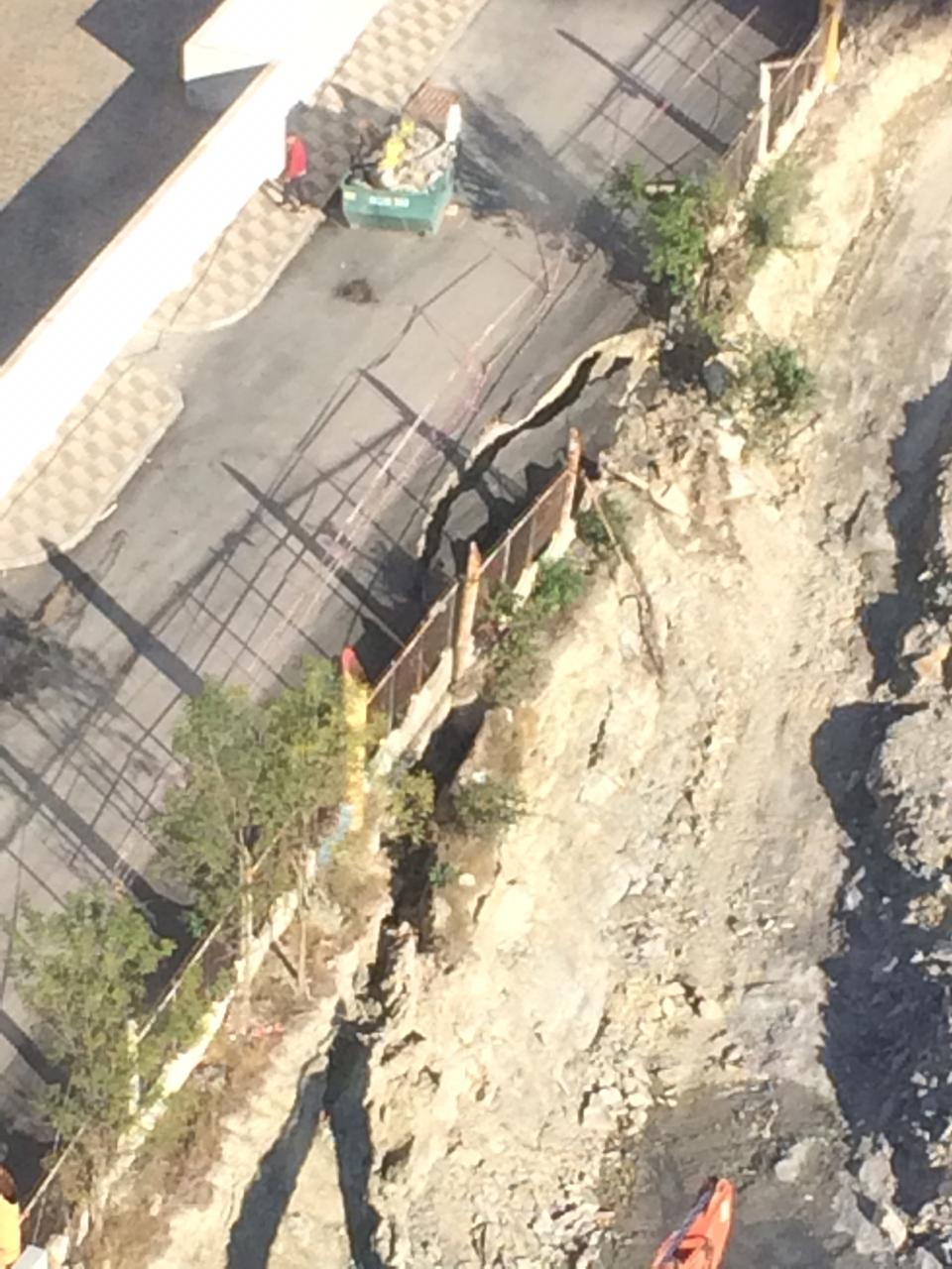 В Новороссийске из-за стройки провалилась дорога