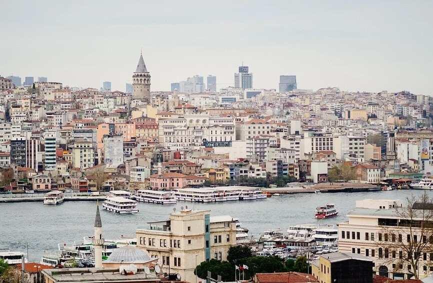 В Турции российских туристов просят носить маски. Хотя бы на подбородке