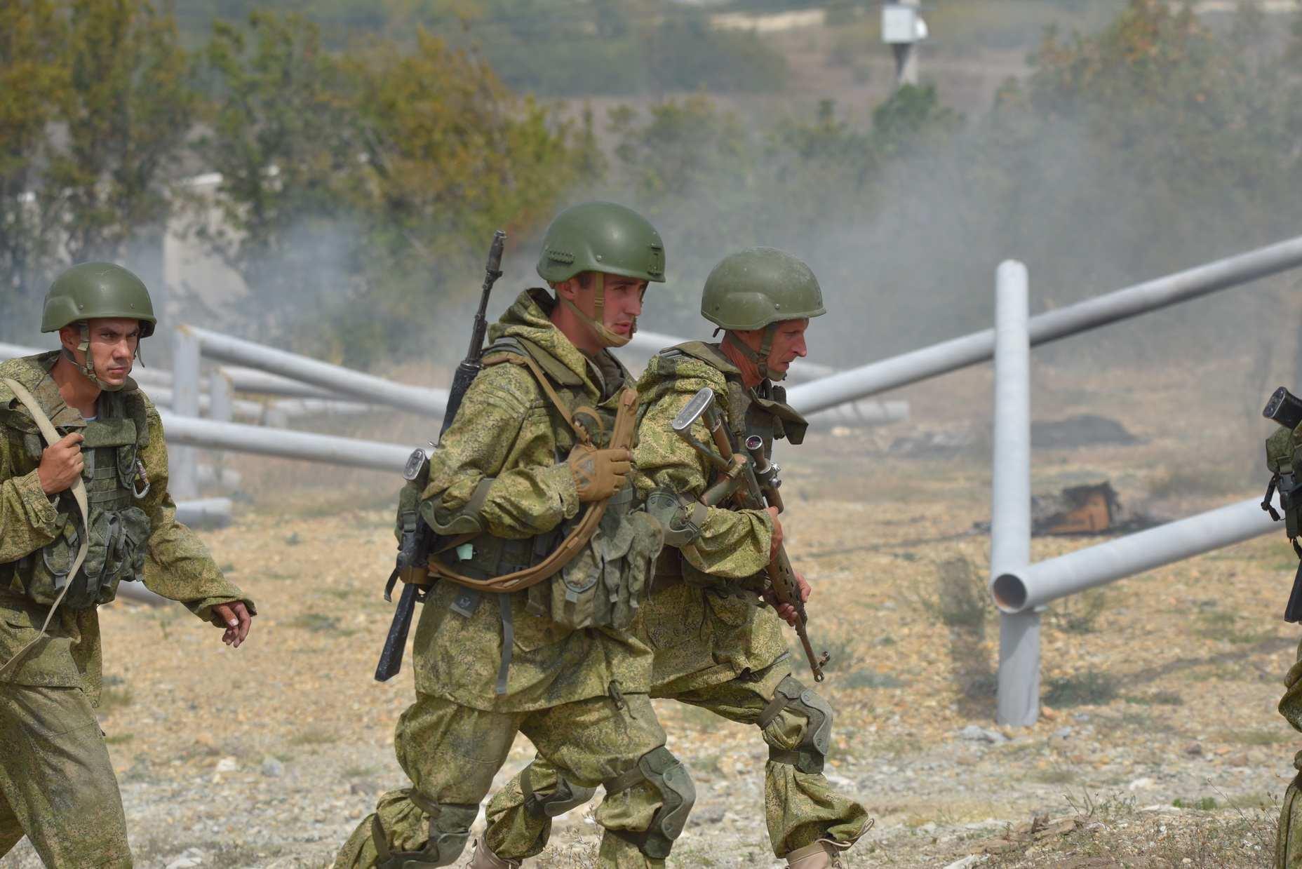 В Новороссийске десантники штурмовали озеро Солдатское