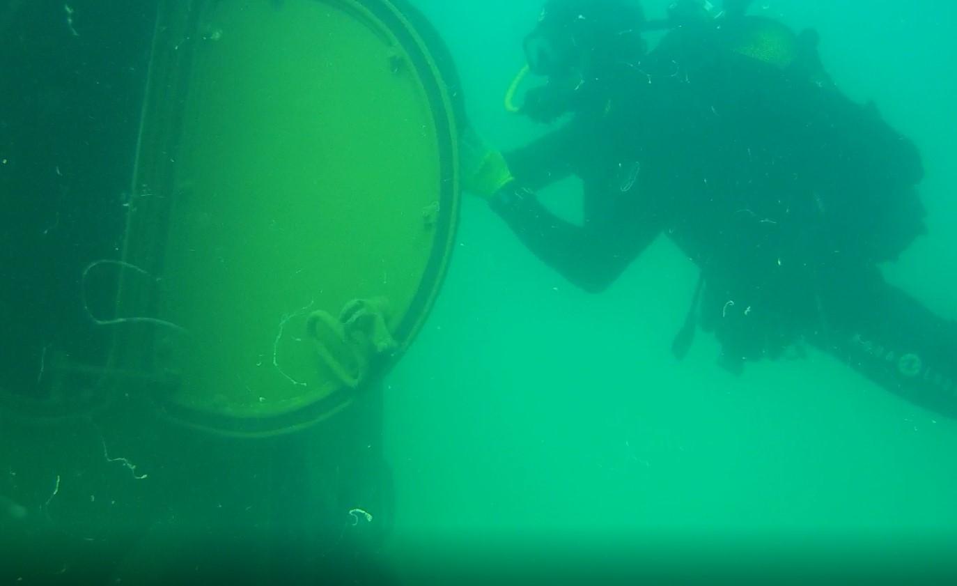 Водолаз из Новороссийска был среди тех, кто доставал затонувший в Керченском проливе бронетранспортер