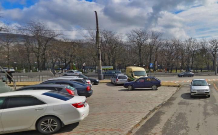 Жители промзоны Новороссийска просят убрать парковку и вернуть общественную баню