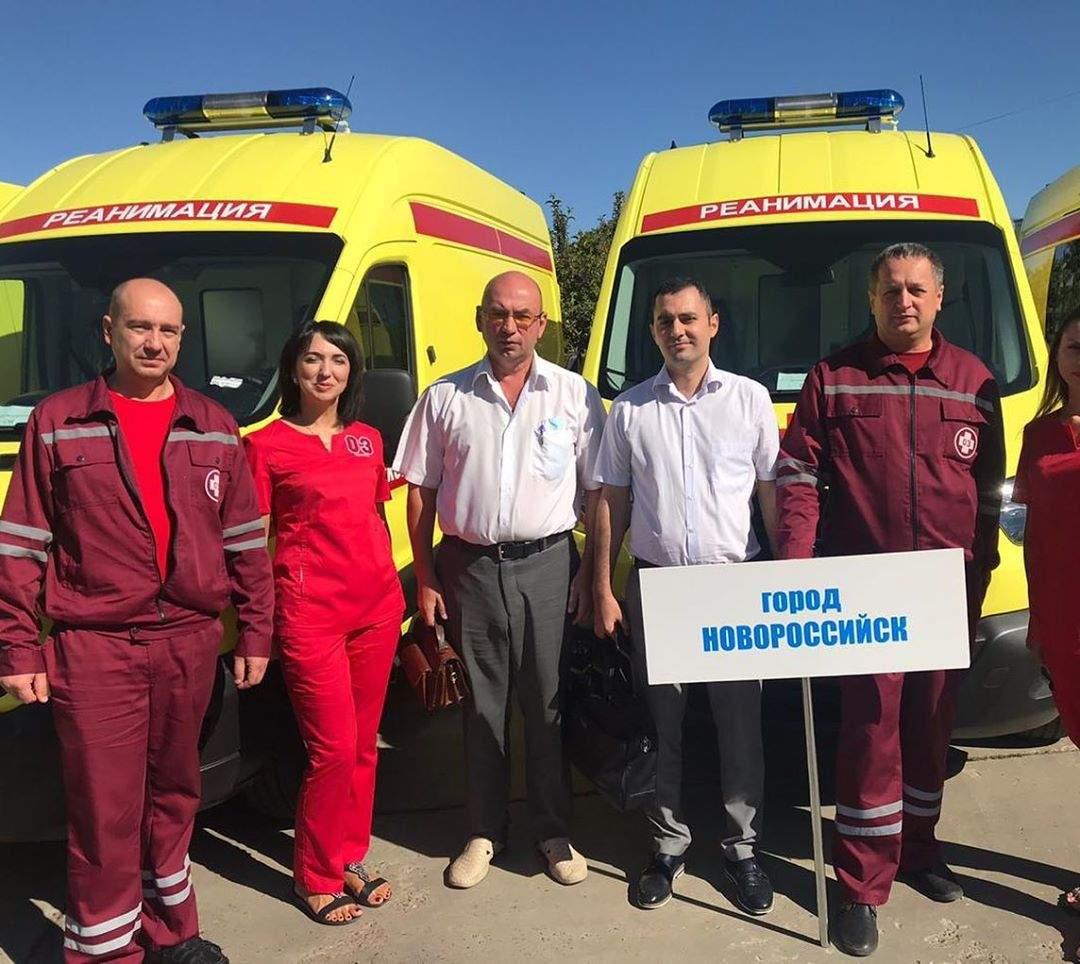 Новороссийску подарили две машины «скорой», оборудованные по последнему слову медицинской техники