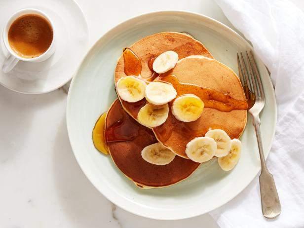 Классические панкейки с бананами для вашего вкусного завтрака