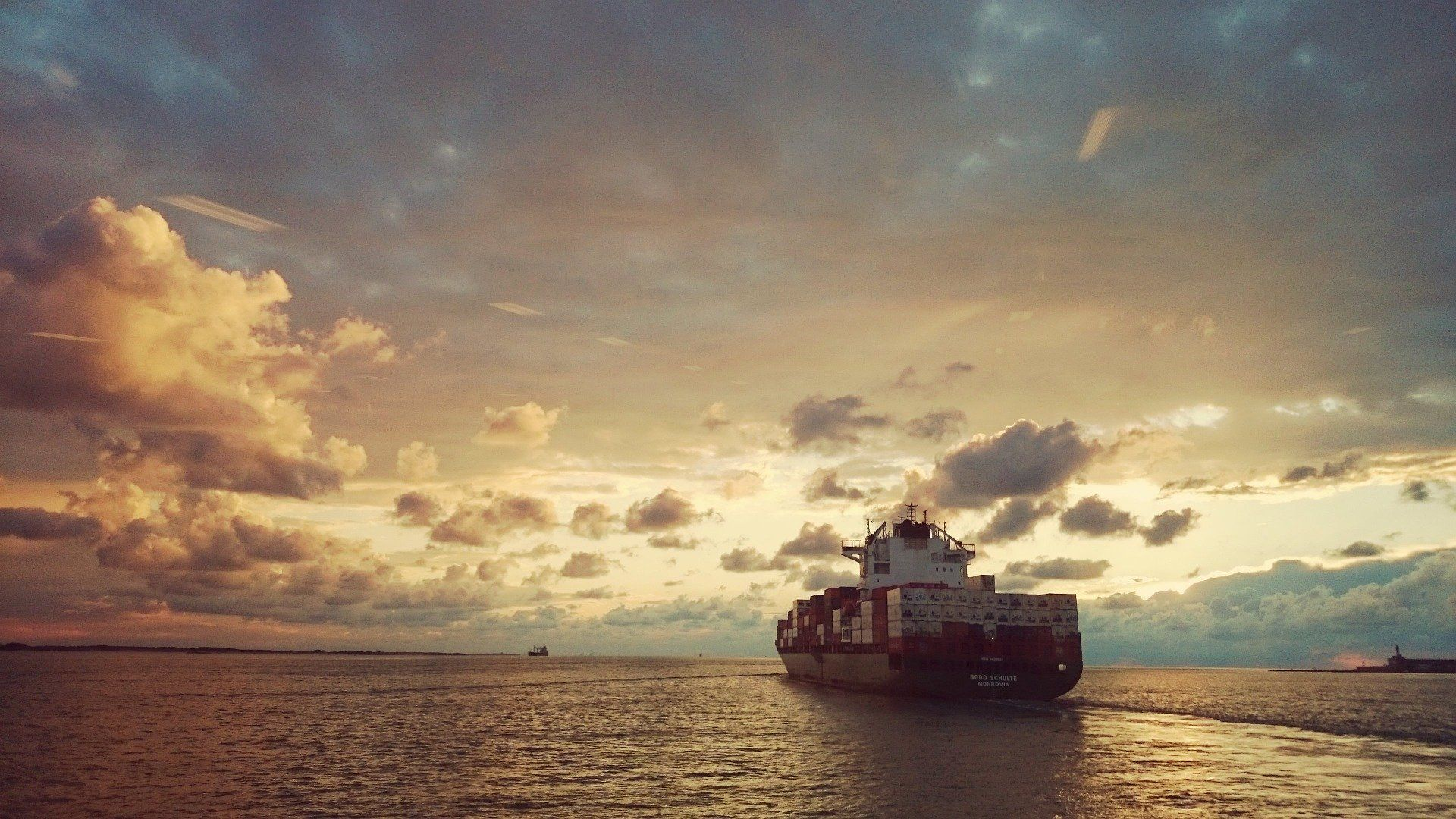 Моряки из Новороссийска оказались на аварийном судне, которое вышло из порта и начало тонуть