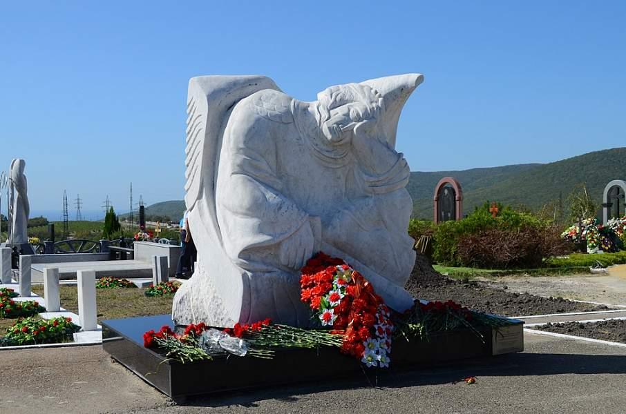 В Новороссийске торжественно перезахоронили останки воинов, павших в Великую Отечественную войну