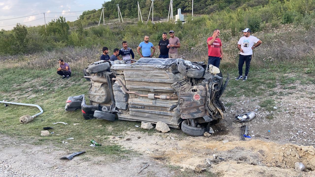 Под Новороссийском иномарка вылетела на обочину и перевернулась. Погиб пассажир