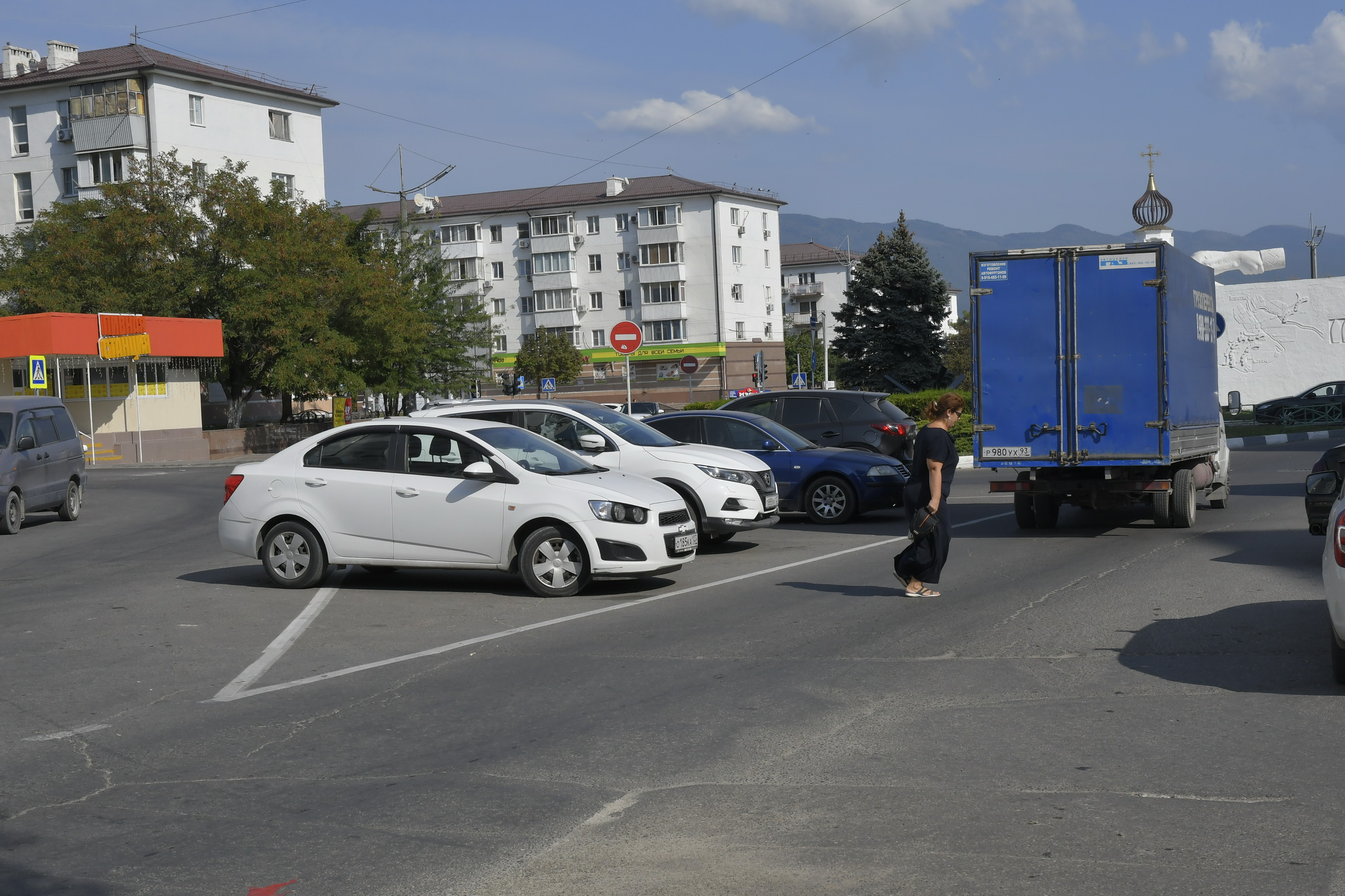 В Новороссийске запретят парковаться на «островках безопасности»