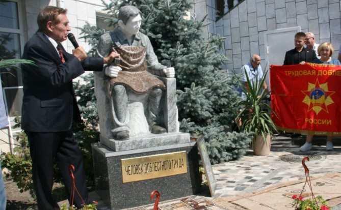 На днях в Новороссийске открыли еще один памятник – человеку доблестного труда
