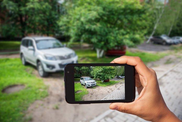 В Новороссийске бороться с парковкой на зеленых зонах будут с помощью планшетов
