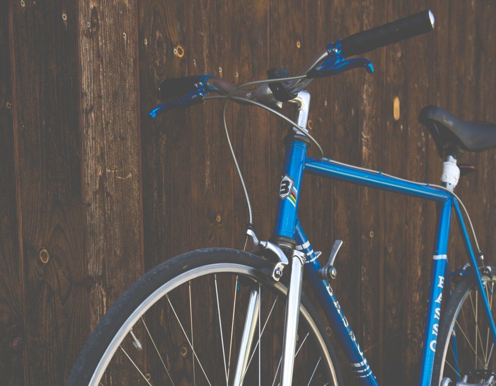 На новороссийцев все чаще наезжают… велосипеды. Как найти управу на лихачей?