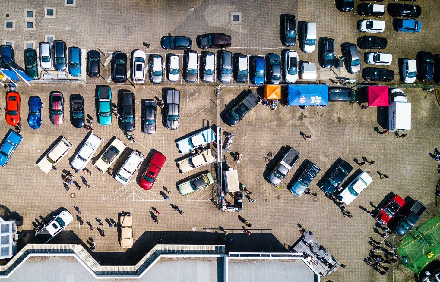 Из-за припаркованных автомобилей пожарные не могут попасть во дворы многоэтажек