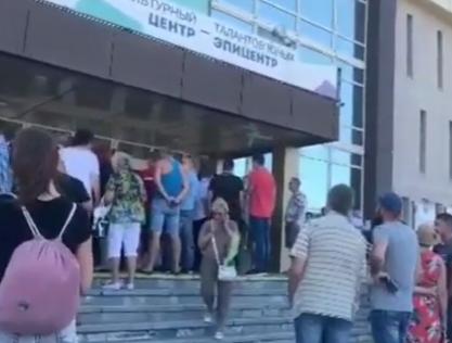 В Новороссийске пустили слух о строительстве высоток на месте гаражей и кладбища