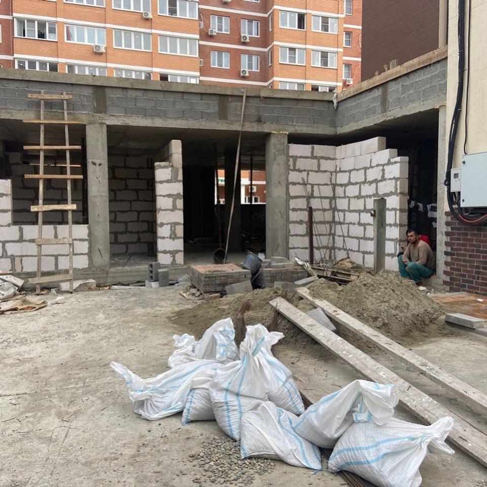 В Новороссийске сделали незаконную пристройку к жилой пятиэтажке